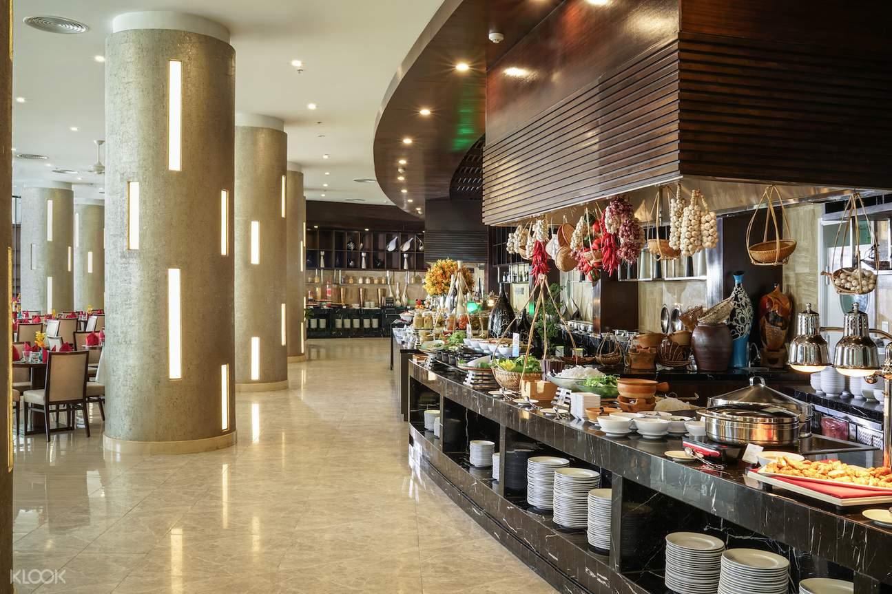 dùng bữa buffet tại vinpearl nha trang resort